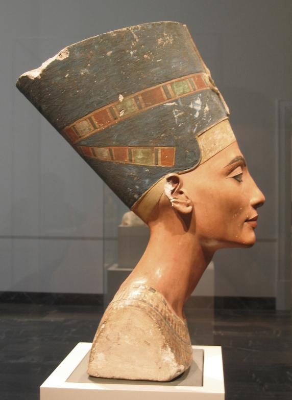Nefertiti_bust_(right)