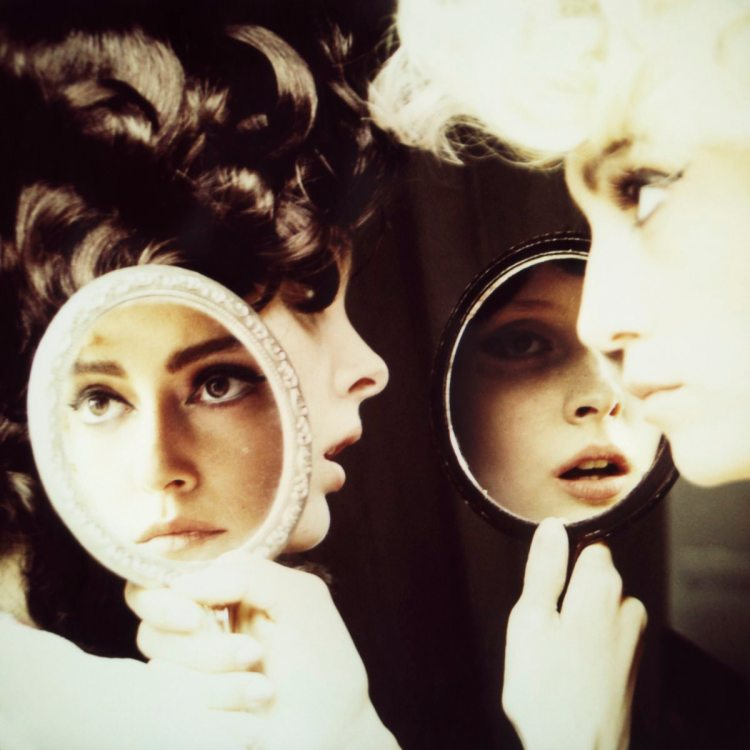 Mirror Mirror © Marianna Rothen : courtesy Steven Kasher Gallery & The Little Black Gallery