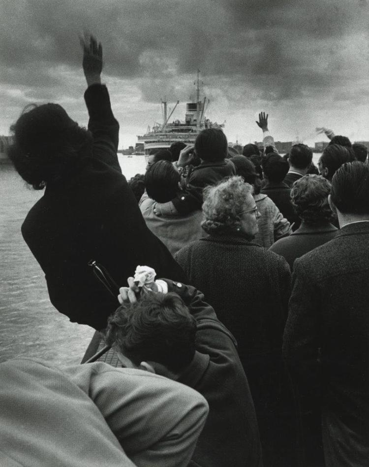 Stefgano Robino, Alla partenza della Cristoforo Colombo, Genova (At the Departure of the Christopher Columbus, Genoa), 1957 Gelatin silver print. © Archivio Stefano Robino, courtesy How