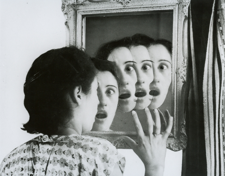 Quien-sera, série Sueños. Fotomontajes,1949, Grete-Stern (1904-1999) -Gelatin silver print on paper on paper mounted on conglomerate, 39,4 x 48,4 cm, Madrid Museo nacional centro de
