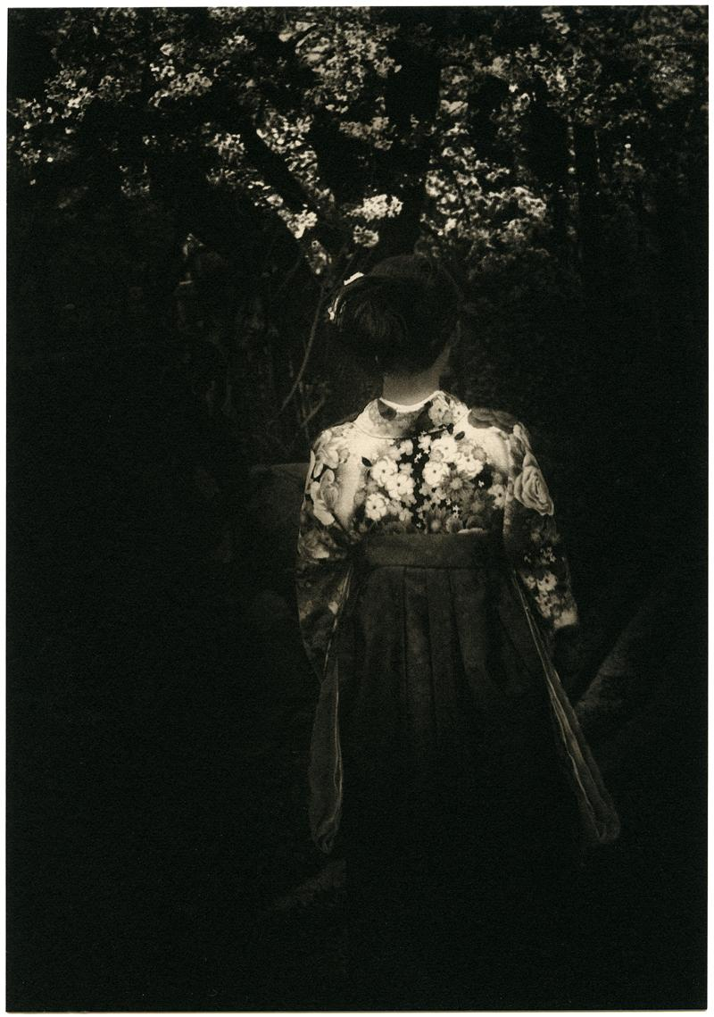 Série The Mouth of Krishna, Tokyo, 2013,Albarran Cabrera, Carbon, Platinum:Palladium print and tea.